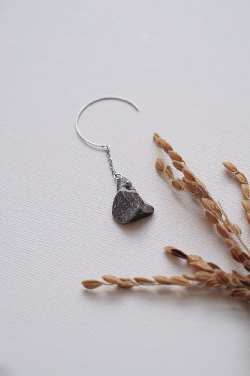 Ishiho-Frost Natural Gray Marble Unilateral Handmade Earrings Japanese Accessories