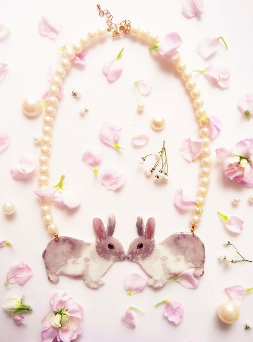 Kiss rabbit pearl necklace