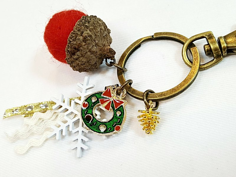 Paris*Le Bonheun. Happy forest. Christmas wreath. Wool felt acorn. Pine cone key ring