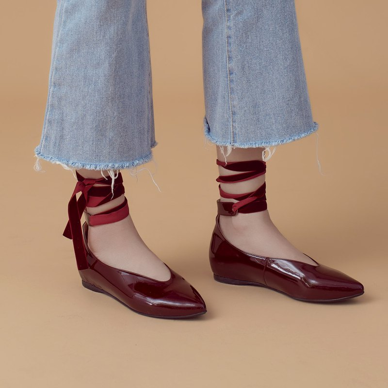 Ballet around the ankle strap! Deep V cut mouth heightened pointed shoes burgundy MIT full leather