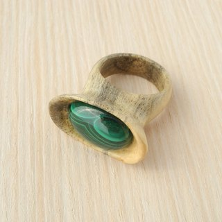 Wooden inlaid ring with malachite