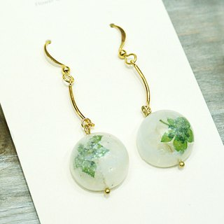 <Snow see> Small green snow white hollow hemisphere earrings ear / drape