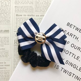 Striped bow large intestine ring / blue and white