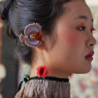 ARRO / Embroidery earring / Flying bird / pink