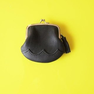 wave S size purse oil Black