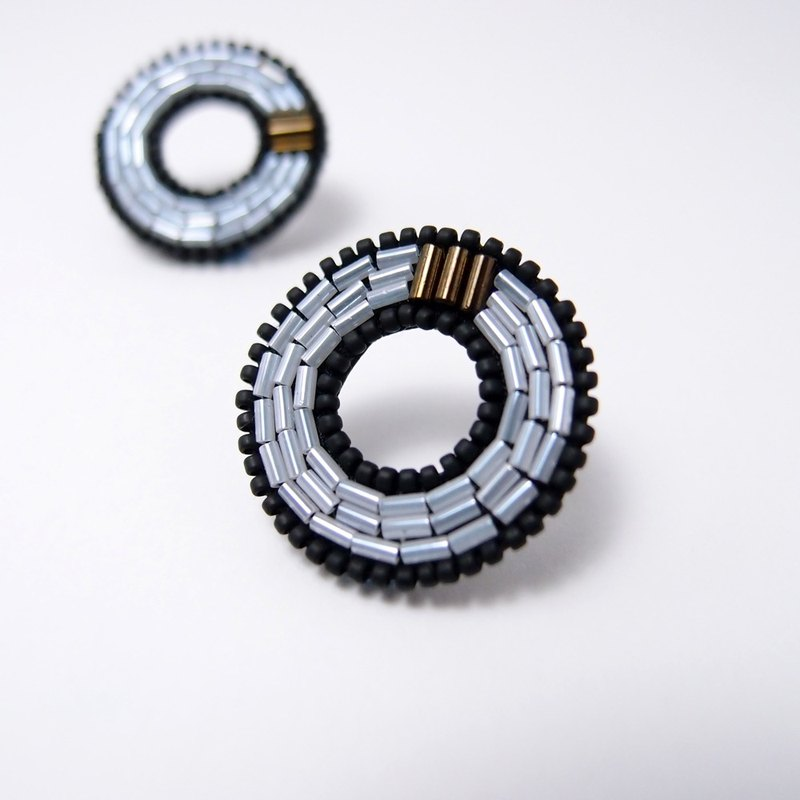 Concentric Circles Embroidery Earrings / White