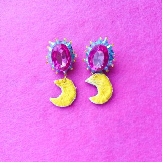 Sparkling moon embroidery earring