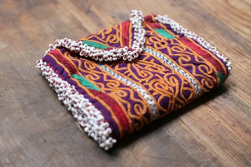Omble bead embroidered wallet 003