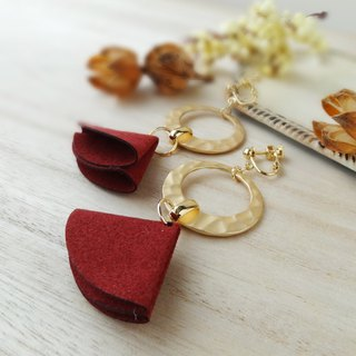 Suede tassel and gold ring 【Bordeaux】 Earrings
