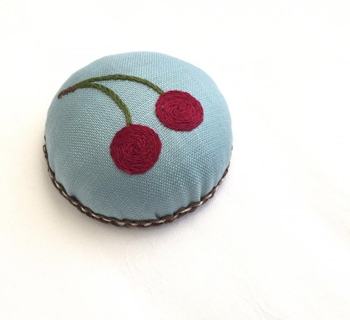 Pin cushion of cherries embroidery (pin cushion)