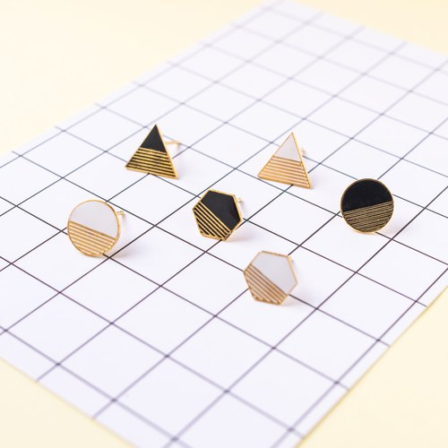 Different Meta Girls - Geometric Bubble Hand Earrings