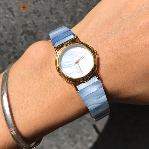 【Lost And Find】Blue colored Natural Mother of pearl watch