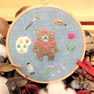 Hand embroidery hanging ornaments - the big cause of the little painter bear