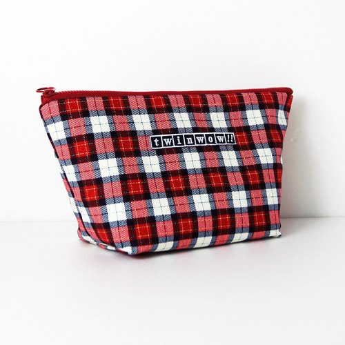 Intimate fashion - detailed texture cosmetic bag - Plaid red