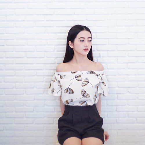 BUMBLEBEE LEAF OFF-THE-SHOULDER TOP