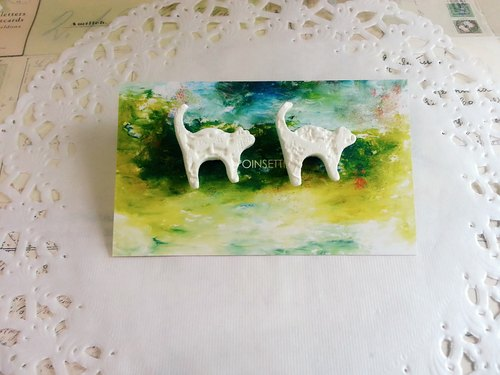 White lace cat clay clay earrings