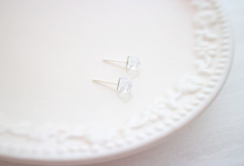 ☆ crystal square earrings / 4mm crystal box / Austrian crystal / sterling silver earrings / pair / allergy birthday gift
