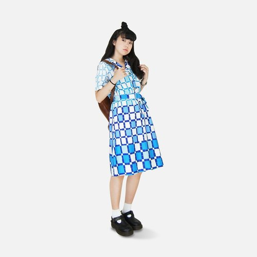 A‧PRANK: DOLLY :: gradient blue and white tile grid illusion vintage short-sleeved dress (with belt)