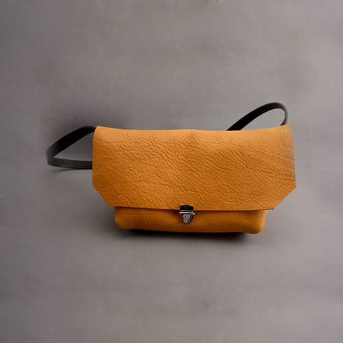 DIAMETER SEVEN messenger bag Bag buckle slider vegetable tanned leather hand TAN color buff Cebei hatchback