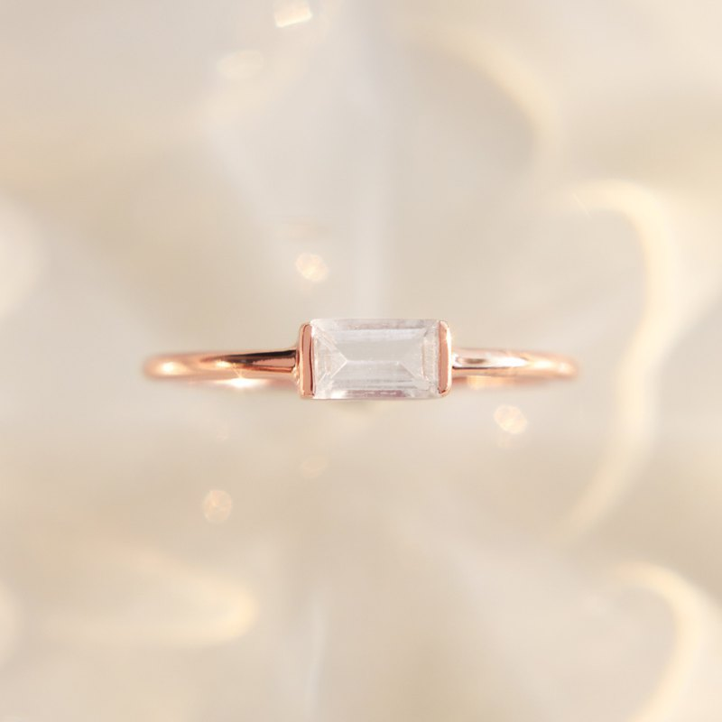 3: am La Forme - 18K Gilt Topaz Silver Ring in Rose Gold