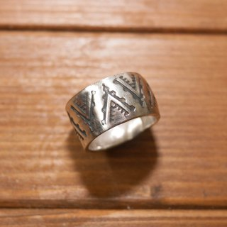 Dreamstation Institute hand-stamping NAVAJO print silver ring