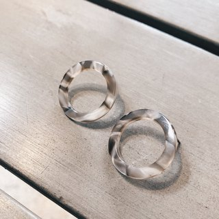 Rendering hollow ring - gray earrings earrings (pair) [changeable ear clips]