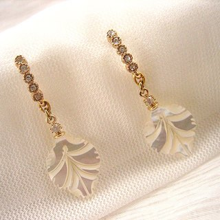 Exquisite three-dimensional white butterfly bay leaf drill earrings