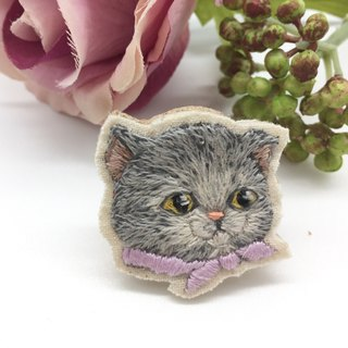 Tearoom I Anna the Cat embroidery brooch
