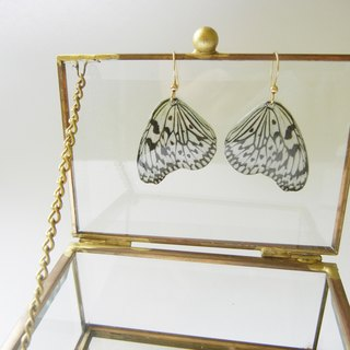 *coucoubird*white butterfly earrings / can change the clip type