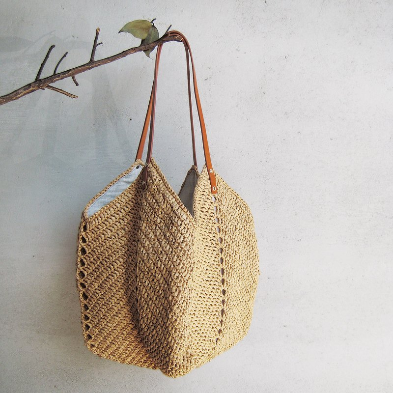 Bring a full-featured, custom-made woven bag with a full-size bag// Khaki//