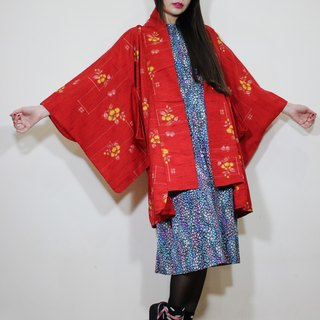 F2086 [Nippon kimono] (Vintage) red flowers textured Japanese kimono haori (お wa ri) (Valentine recommended a good thing)