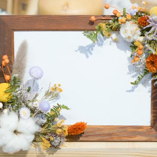 Simple and beautiful. Dry flower photo frame - round flower