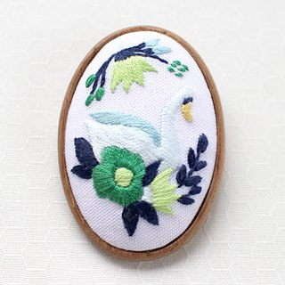 Swan Lake Green - Embroidery Brooch Kit