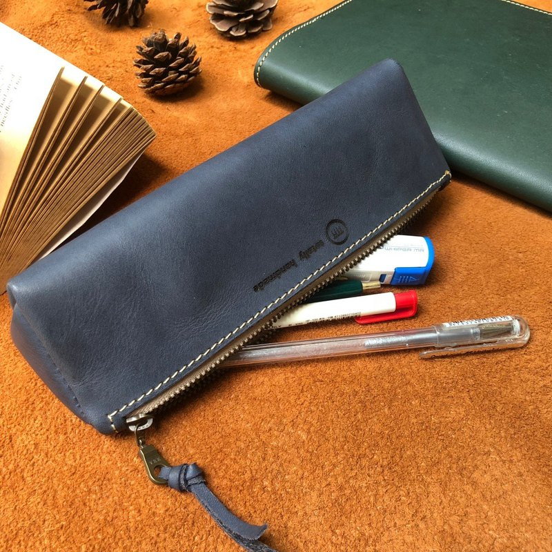 Triangle pencil case/large capacity pencil case that can hold 15 pens and glasses case-vegetable tanned cow leather blue-