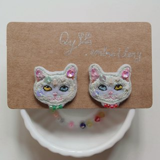 Qy's cats white cat hand embroidery earrings earrings ear clip Christmas gifts