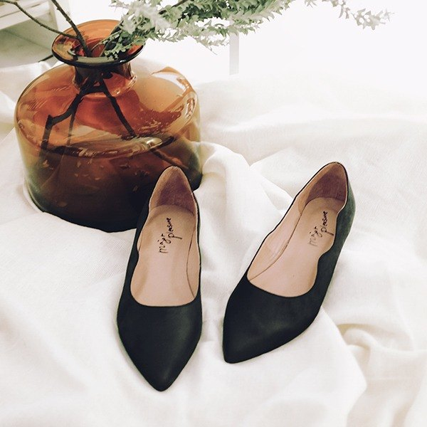 Wide feet OK! Cloud small wave pointed shoes #Special dry color ink black black leather MIT