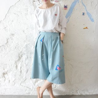 Mountain, wind, hand-pleated silk printing production puppy cute wide pants /