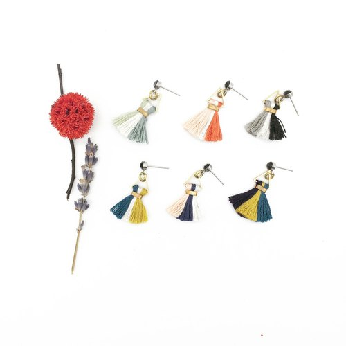 Lao Lin grocery Travelin-Japanese embroidery thread hand-made tassel earrings - three-color tassel ear hook l ear needle l ear clip
