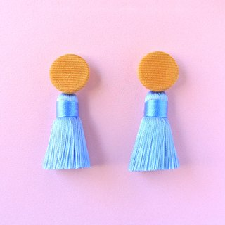 Camel corduroy round button / baby-blue tassel earrings