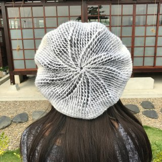 Ms. Forest Handmade Knitting - White and Gray Hat / graduation color Berethat