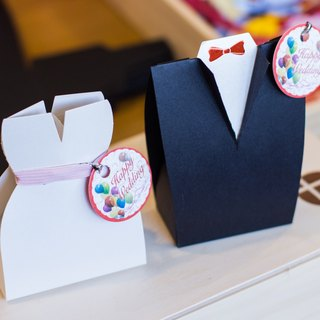 Exclusively designed wedding was a small carton - the bride and groom group (caramel almond chocolate beans)
