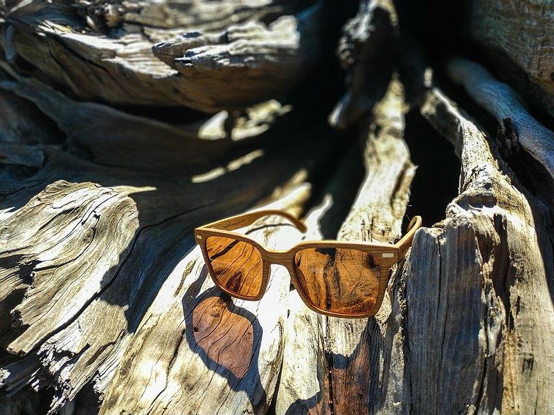 閃耀木製金框墨鏡