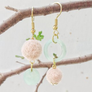 Safflower green leaves asymmetrical earrings Korean discs hand made of wool felt can be changed ear clip