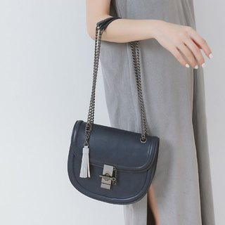 Styling buckle head sliding chain leather side backpack tassel