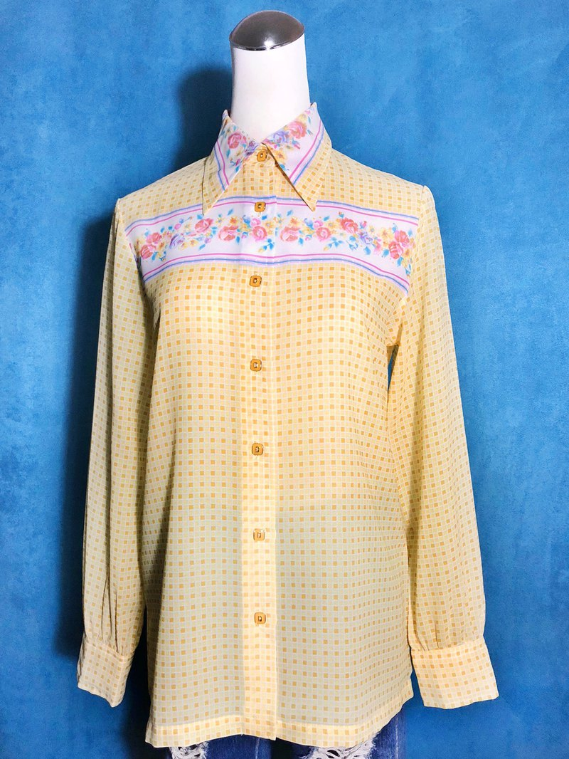 Yellow plaid printed long-sleeved vintage shirt / brought back to VINTAGE abroad