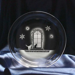 【Western-style building in winter】 Glass small plate of cat motif