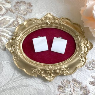 (Clip type) imitation shell white square antique earrings BKA030