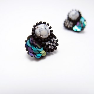 Tiny Bubble Embroidery Earrings / Grey & Green