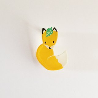 Plaza brooch of a fox wrapped in a tail