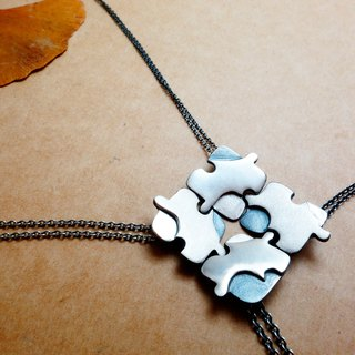 Sterling silver puzzle necklace black and white spell single piece 1580 yuan free lettering